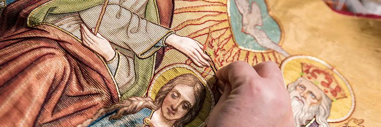 Riporto e restauro di paramenti liturgici a Lucca